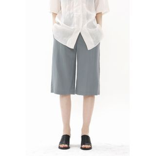 SIMPLY MOOD - Pleated Wide-Leg Bermuda Shorts