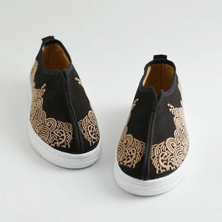Sparrow Farm - Retro Chinese Style Embroidered Slip-ons