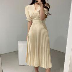 Leoom - Plain Short-Sleeve Pleated Midi A-Line Dress