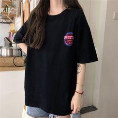 Honey River - Short-Sleeve Lettering T-Shirt