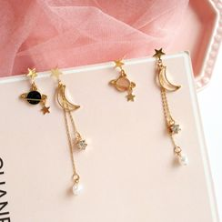 Siatra - Celestial-Themed Asymmetric Drop Earring / Clip-On Earring