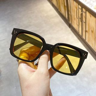 iLANURA - Retro Square Sunglasses