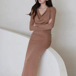 Kimrum - V-Neck Plain Midi Bodycon Dress