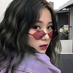 iLANURA - Lip Shaped Sunglasses