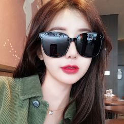 MOL Girl - Oversized Sunglasses