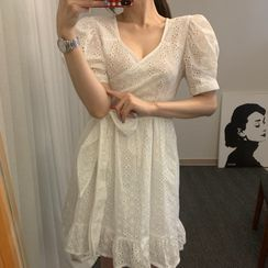 Windcatcher - Eyelet Lace Short-Sleeve Shift Dress