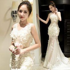 Sennyo - Sleeveless Applique Sheath Evening Gown
