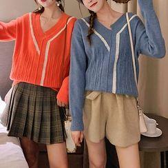Poppy Love - Irregular Contrast Trim Sweater