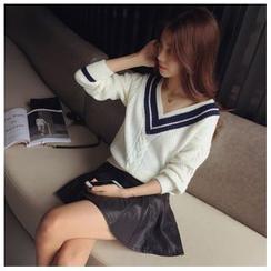 Ashlee - Contrast Trim V-neck Sweater
