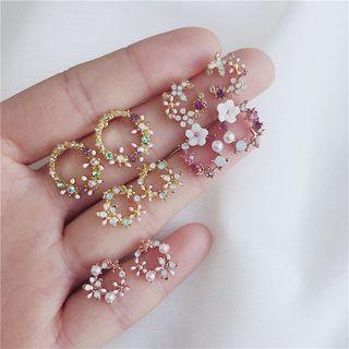 Madikara - 仿珍珠花朵圆环耳环 (多款设计)