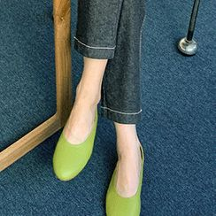 FROMBEGINNING - Oval-Toe Colored Flats