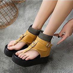 Freesia - 仿皮饰扣分趾厚底船跟凉鞋