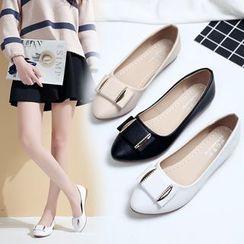 Mowin - 飾扣平跟鞋