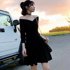 Elvik - Off-Shoulder 3/4-Sleeve Mini A-Line Dress
