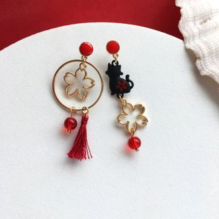 Teeny Trendy - Asymmetrical Cat & Sakura Drop Earring