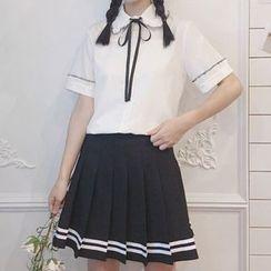 AKANYA - 短袖皱摺边衬衫 / 配色边迷你饰褶裙