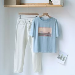 Gretchen - Short-Sleeve Printed T-Shirt  / Straight-Cut Jeans