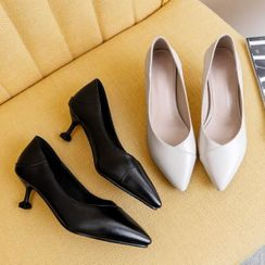 Shoes Galore - Pointed Kitten Heel Pumps