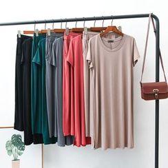 Lacyland - 家居服套裝: 短袖長款T裇 + 褲