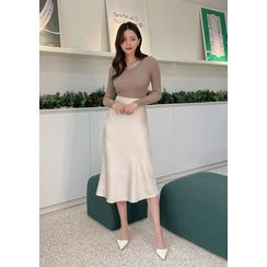 chuu - Flared Satin Long Skirt