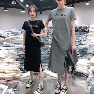 Carmenta - Lettering Short-Sleeve Midi T-Shirt Dress