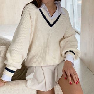 Puffie - V-Neck Contrast Trim Sweater