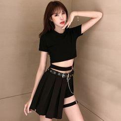 Jazzamyn - 短袖短款T裇 / 打褶裥A字裙 / 热裤 / 仿皮腰带