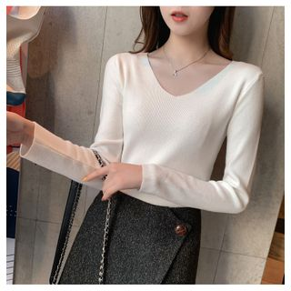 Carmenta(カルメンタ) - Long-Sleeve V-Neck Plain Knit Top