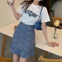 VICKIE - Cat Print Short-Sleeve T-Shirt / Floral Print Mini Straight-Fit Skirt
