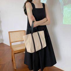Guemac - Open Back Sleeveless Midi Shift Dress