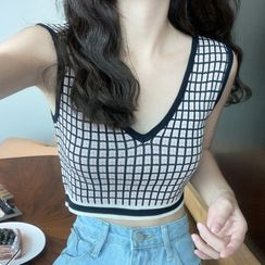 Seoul Crush - V-Neck Plaid Crop Knit Tank Top