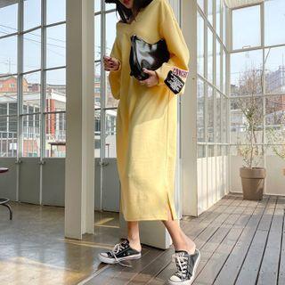 DEEPNY(ディープニー) - V-Neck Letter-Patched Maxi Dress