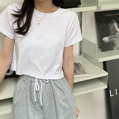 Moon City - Short-Sleeve Cropped T-Shirt / Shorts