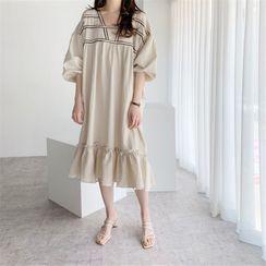 Silkgloss - Contrast Trim Puff-Sleeve Midi Shift Dress