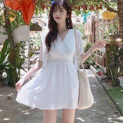 Aumoti - V-Neck Short-Sleeve Shift Dress
