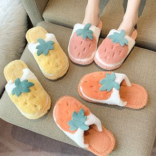 Yuki Yoru - Strawberry Slippers