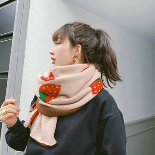Ffion - Strawberry Knit Scarf