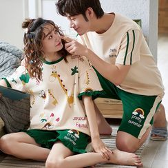 Lion Sniff - Couple Matching Loungewear Set : Short-Sleeve Giraffe Print Top + Shorts