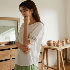 JUSTONE(ジャストワン) - Pintuck Embroidered Blouse