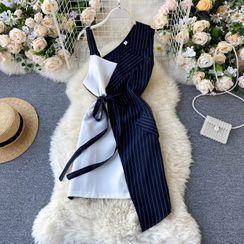 Lucuna - 不规则拼色露肩无袖条纹连衣裙