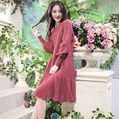 Kokuko - 荷葉邊長袖寬鬆圓領針織純色連衣裙