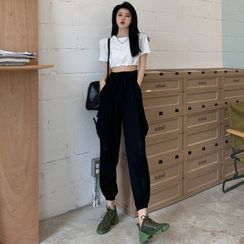 ever after - Tie-Back Crop T-Shirt / High-Waist Cargo Jogger Pants