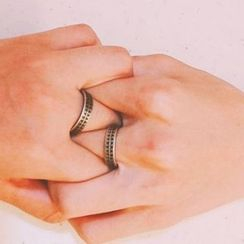 Black Degree - Stainless Steel Triangle Patterned Ring