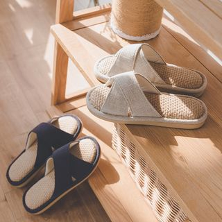 Furana - Couple Matching Cross Band Straw Indoor Slippers