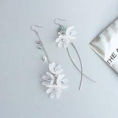 Joodii - Asymmetrical Flower Drop Earring / Clip-On Earring