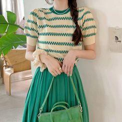 Apotheosis - 套装: 短袖条纹针织上衣 + A字中裙