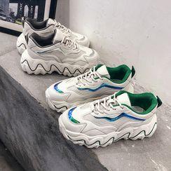 Chryse - 水钻扣子尖头鞋
