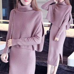 Sienne - Set: Long-Sleeve Knit Midi Shift Dress + Sleeveless Turtleneck Sweater