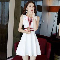 NIAT - Tie Neck Sleeveless A-line Dress