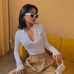 Colada - Deep V-Neck Collared Crop Knit Top